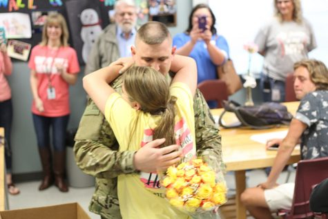 Returning soldier surprises daughter
