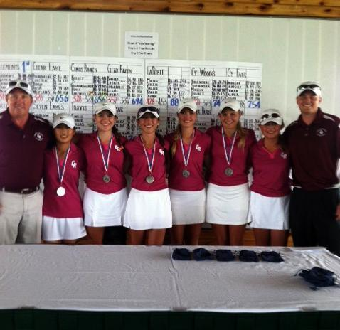 Golf teams advance to state