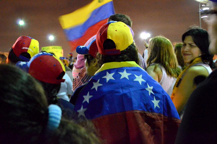 Cinco students rally in a large vigil in support of those who are protesting in Venezuela.