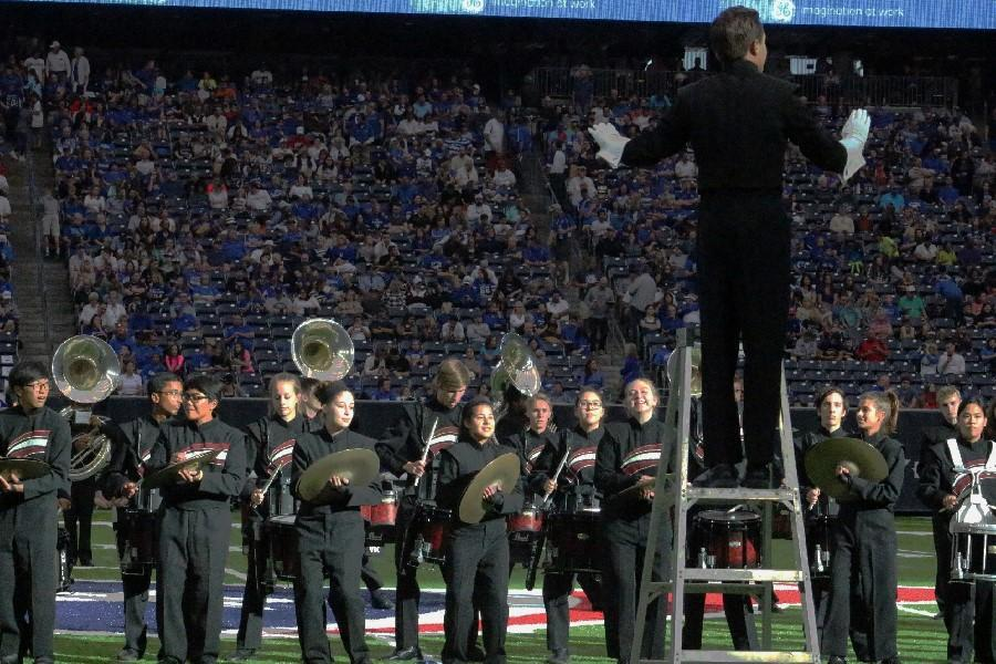 Head+drum+major+Michael+Sporkin+instructs+his+section+of+the+band+during+the+halftime+show.+