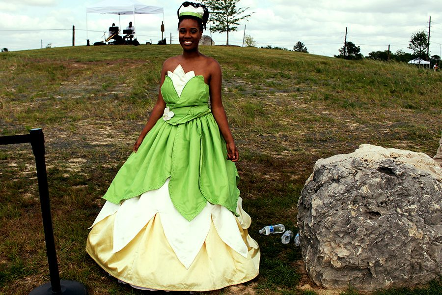 Princess Tiana from 2009 New Orleans based Princess and the Frog appears near the Mardi Gras tents of the park. Children could also had a photo opportunity with her.
