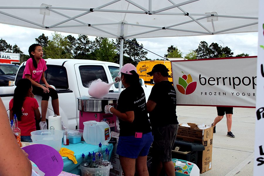 Berripop offers frozen yogurt or cotton candy on the Texas spring day of the park opening. Familiar food shops served park goers.