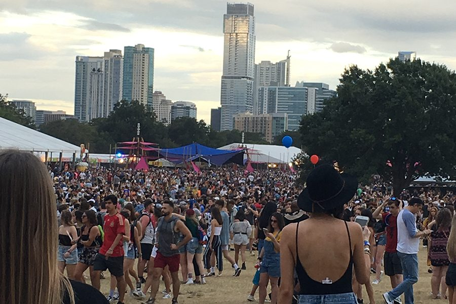 Festival+goer+admires+the+Austin+skyline+from+the+side+of+the+Honda+stage.
