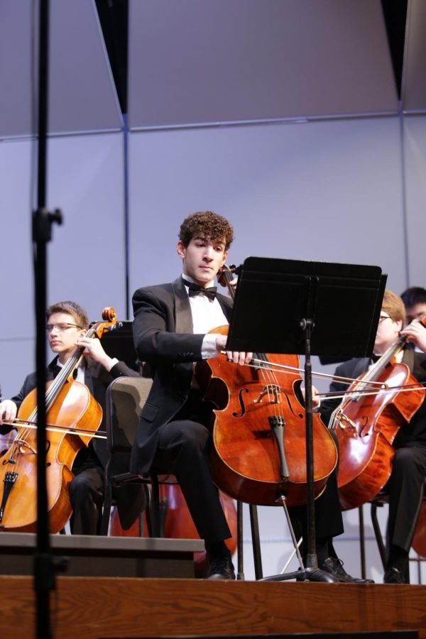 Junior Elias Gettemy performs a solo at the orchestra's Fall Concert.
