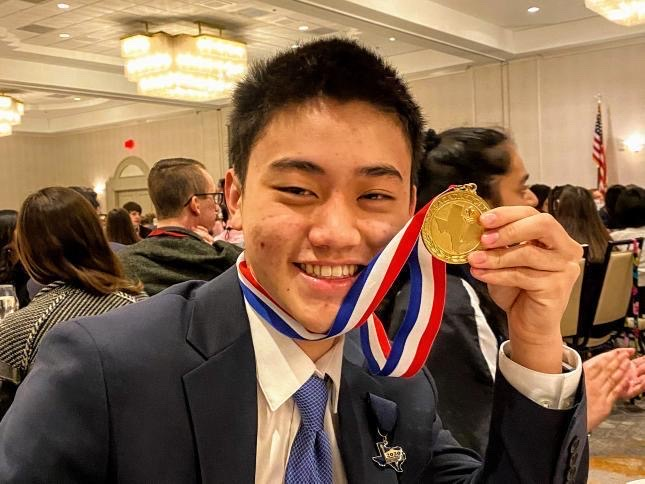 Senior+Daniel+Yang+receives+first+place+in+math+at+State+for+Academic+Decathlon+